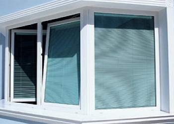 Pele de vidro com janela