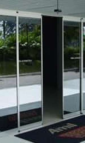 Porta de vidro com sensor de presença